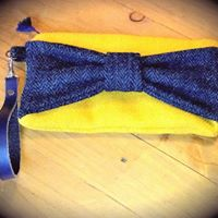 Mustard yellow clutch bag with navy bow